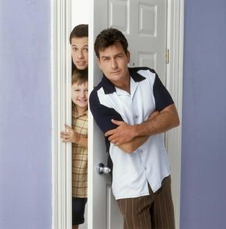 Jon Cryer und Charlie Sheen in 'Two And A Half Men'