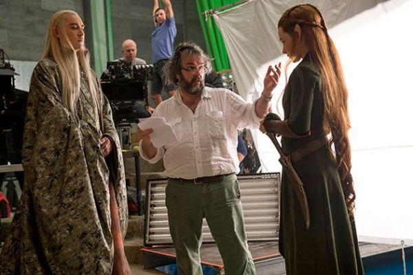 Peter Jackson (mitte) beim Dreh von 'Der Hobbit: Hin...Bros.