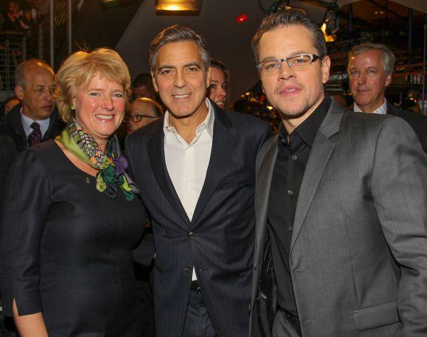 Monika Grütters mit George Clonney und Matt Damon auf...inale