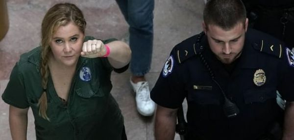 Amy Schumer wird abgeführt