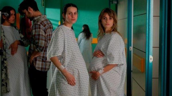 Madres paralelas - Milena Smit und Penelope Cruz
