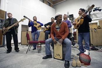Die Gipsy Kings lassen die TOYS Flamenco tanzen:....r.).